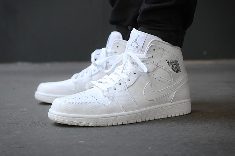 7-all-white-sneakers-that-will-carry-you-through-summer-12-7