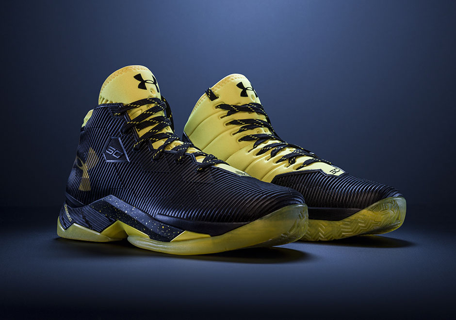under-armour-Curry-2.5-Black-Taxi-1