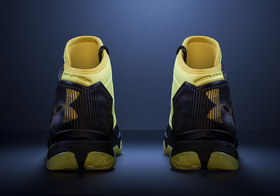 under-armour-Curry-2.5-Black-Taxi-4