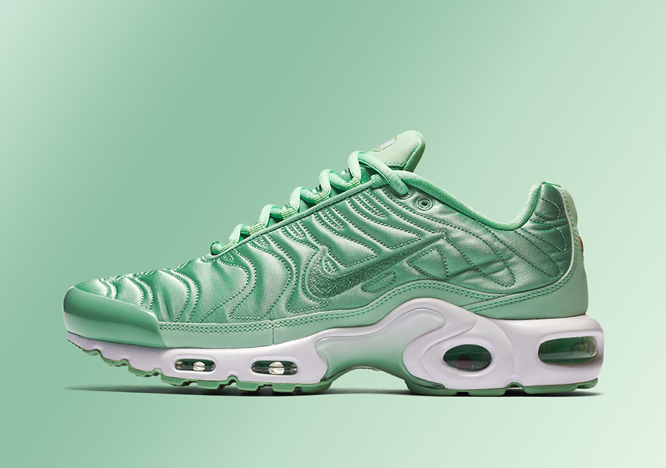 nike-air-max-plus-summer-satin-pack-01