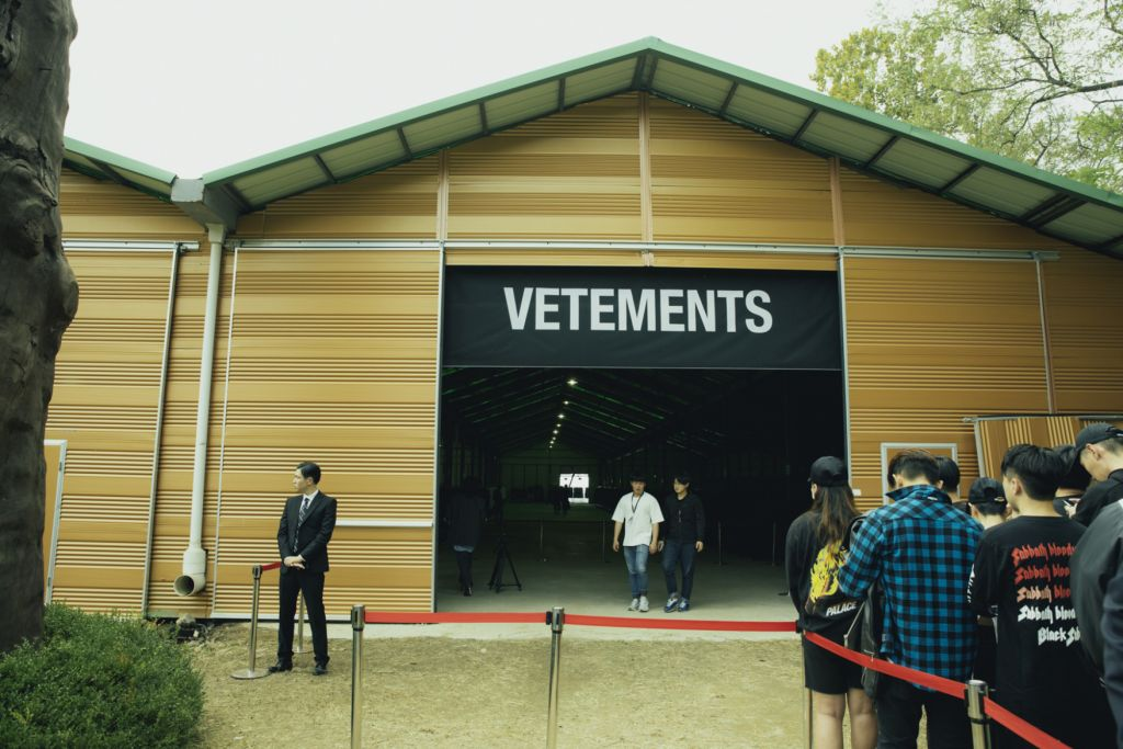 vetements-seoul-pop-up-store-14