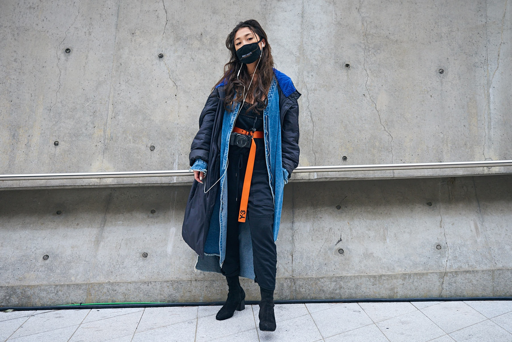 Seoul Fashion Week Fall Winter 2018 Street Style 42 Snkrvn