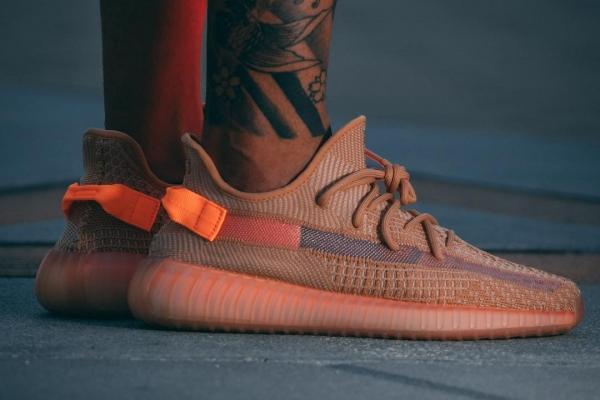 "Hot - Ảnh on-feet của adidas Yeezy BOOST 350 V2 ""Clay"" - rất sexy"