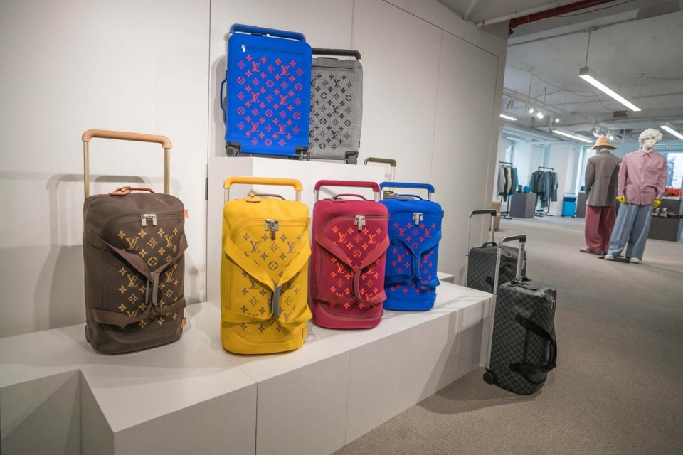 https---hypebeast.com-image-2019-11-louis-vuitton-spring-summer-2020-preview-ny-04