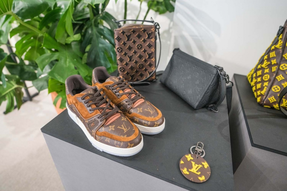 https---hypebeast.com-image-2019-11-louis-vuitton-spring-summer-2020-preview-ny-05