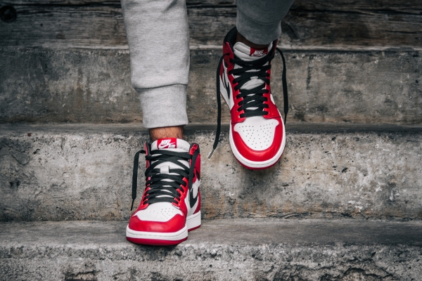 "Nike Air Jordan 1 ""Chicago"""
